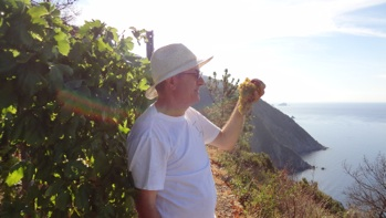 Elio Altare in the Campogrande vineyard on the edge of the sea